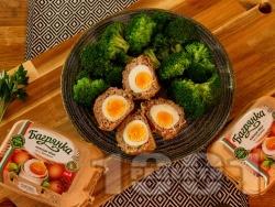 Шотландски яйца - варени яйца обвити в кайма - снимка на рецептата